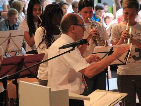 Der Dirigent Gerd Clauss in Aktion